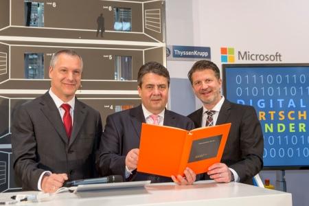 Andreas Schierenbeck (Vorstandsvorsitzender der ThyssenKrupp Elevator AG), Sigmar Gabriel (Bundeswirtschaftsminister), Dr. Klaus von Rottkay (Mitglied der Geschäftsleitung Microsoft Deutschland)